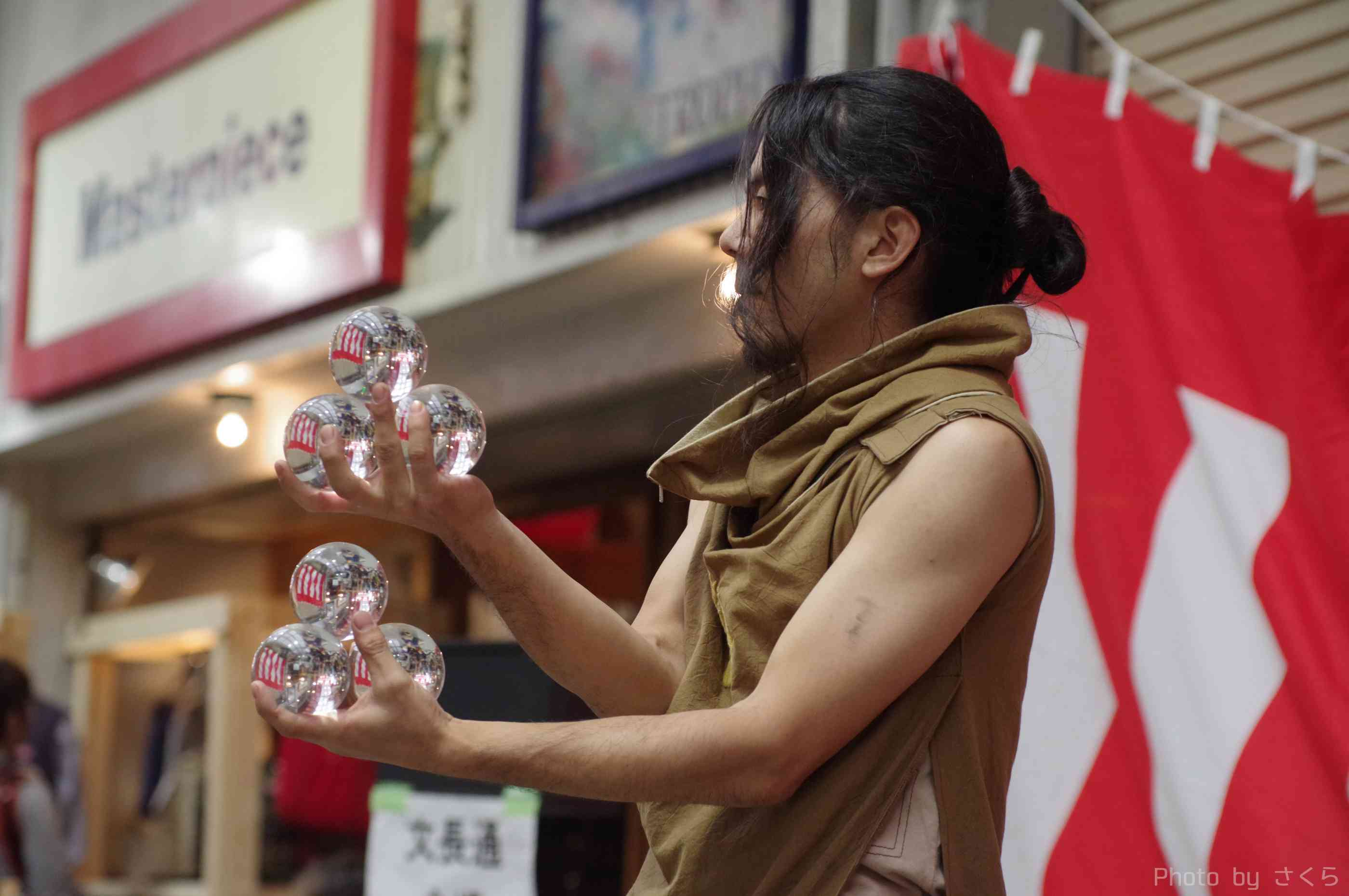 大須大道町人祭の火付盗賊おこたんぺのコンタクトジャグリング