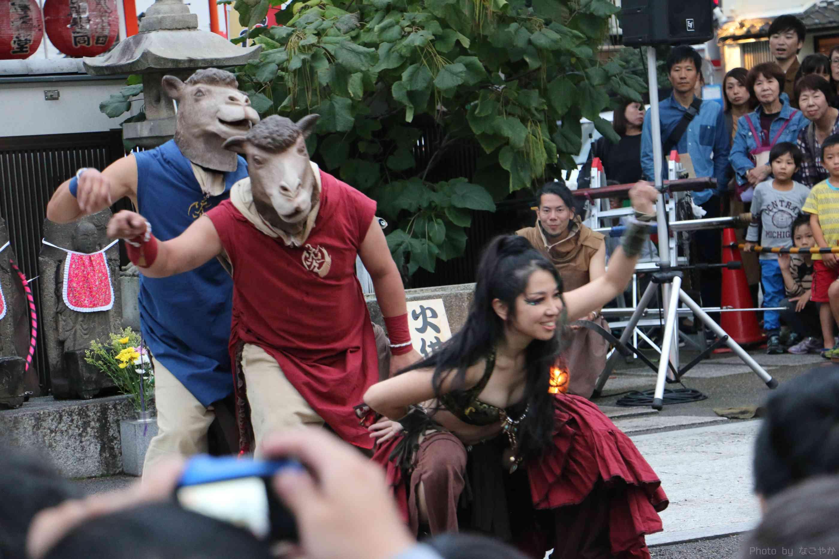大須大道町人祭の火付盗賊の大道芸でアラビアンナイトショー
