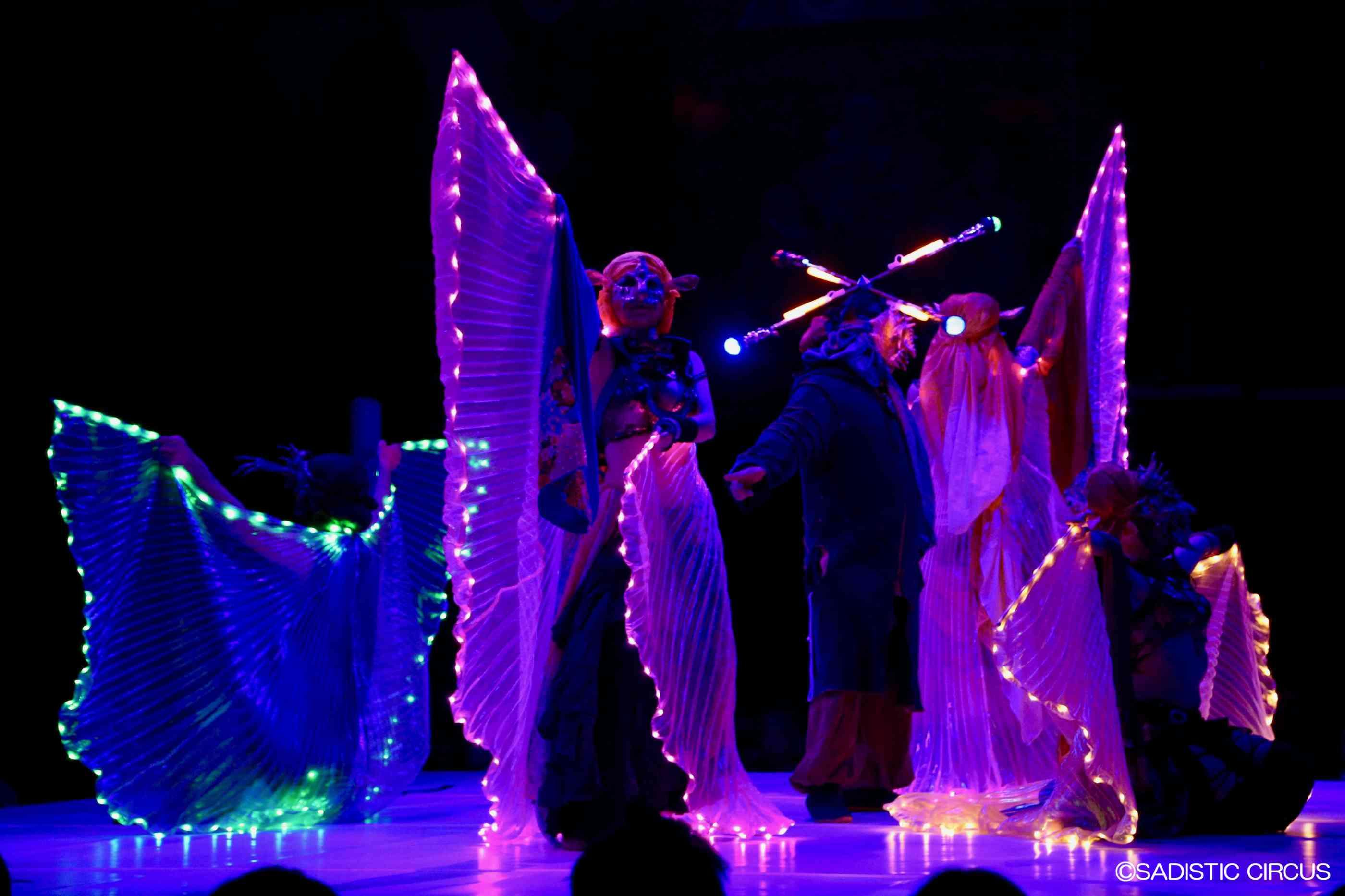 仮面ダンサーのライトパフォーマンス
