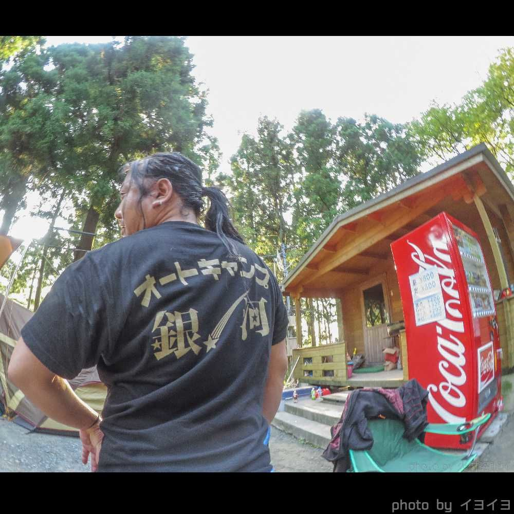 オートキャンプ銀河のスタッフTシャツ