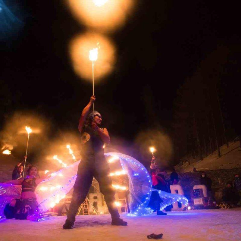 宝台樹スキー場の雪祭りで火付盗賊ファイアーショー