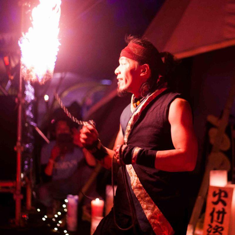 音楽系アウトドアフェス西遊記での火付盗賊ファイアーショー鎖分銅