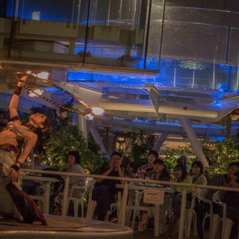 サンシャイン水族館屋上ビアガーデンで火付盗賊ファイアーショー