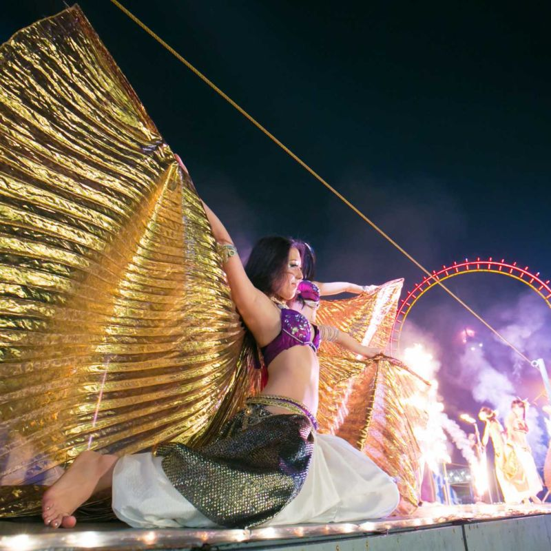 西武園遊園地のビアガーデンで花火大会後にファイアーベリーダンスショー