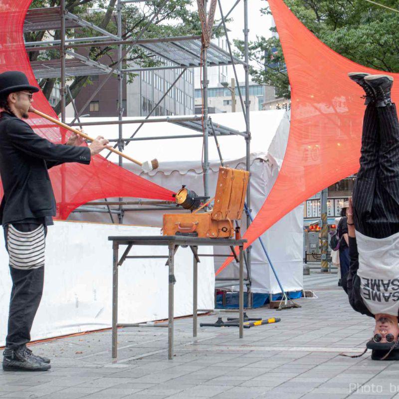 千葉中央公園でセイムセイムの大道芸